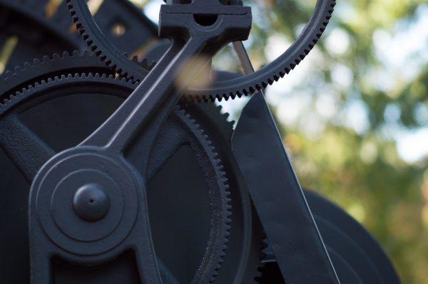 アパレル販売員から精密機械の製造業へ転職