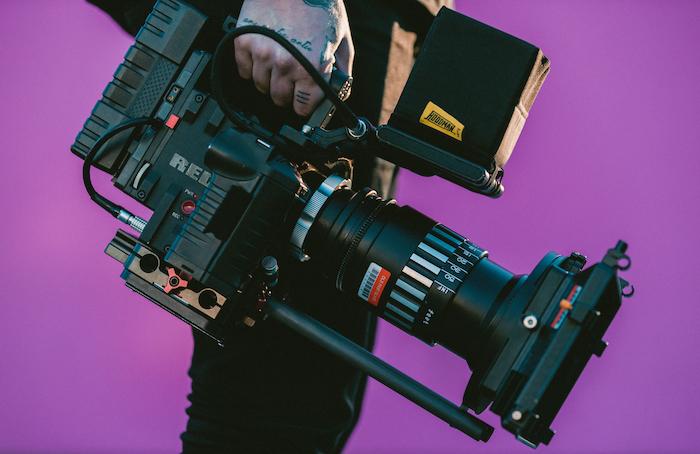 【お給料より大切なこと】高卒未経験でも映像制作の世界へ