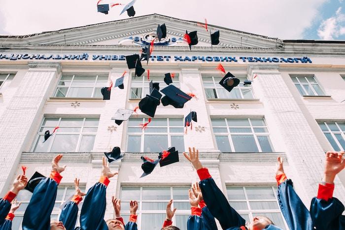 会社員から高校に進学し、大学受験をし大学に進みました